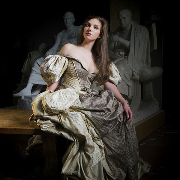 Ruth Hecking. Historische Kleidung. – Fotografie: Martin Duerr