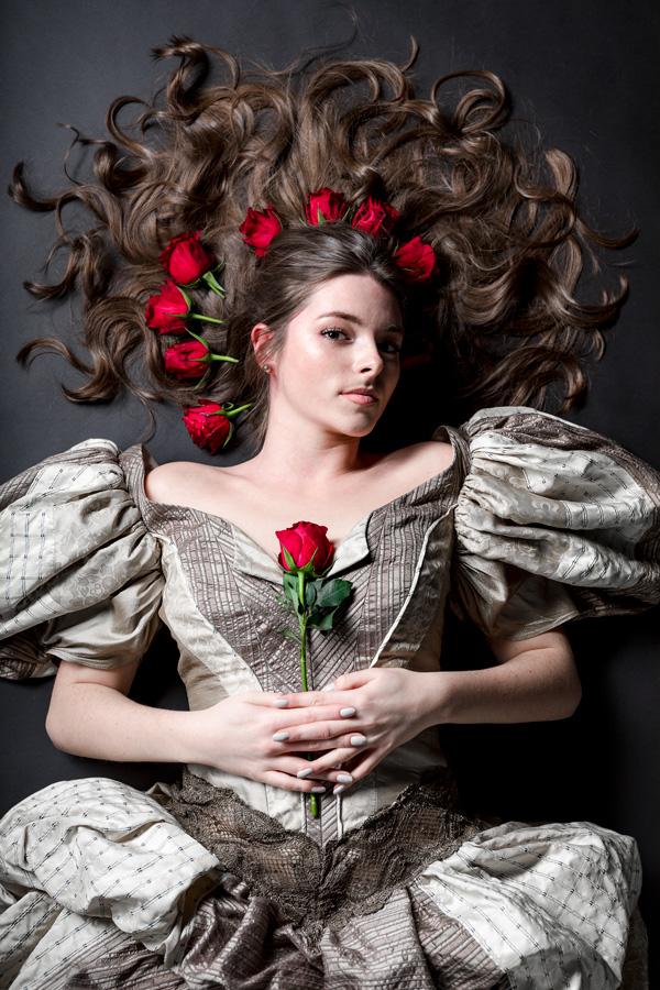 Ruth Hecking. Historische Kleidung. – Fotografie: Nina Kosak